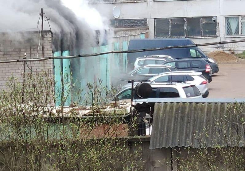 В Смоленске произошел пожар в гаражном кооперативе