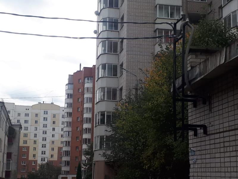 Грязь и разруха. Жители Смоленска шокированы качеством ремонта в своем дворе (фото)