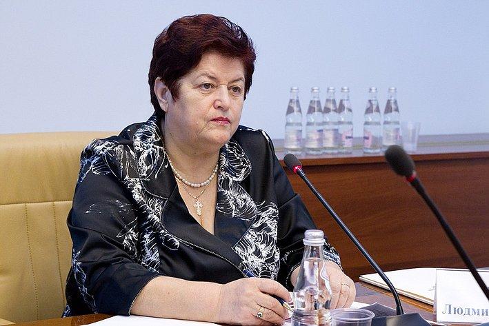 Смоленские сенаторы отчитались одоходах