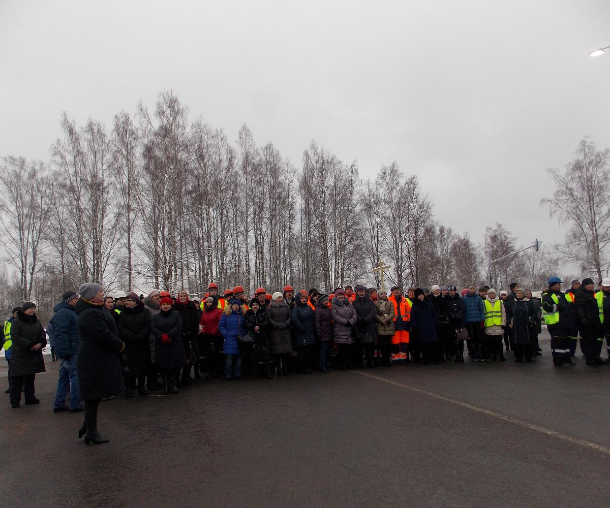 Граждане Велижского района побывали наоткрытии моста через реку Западная Двина