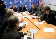 Валерий Разуваев консультируется с ведущими специалистами