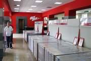 В торговом зале каждого магазина широкий выбор ламината