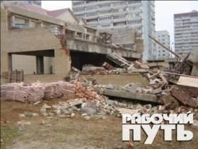 В Ярцеве обрушился строящийся торговый центр