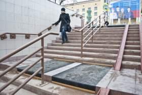 Подземный переход в Смоленске стал местами не скользким