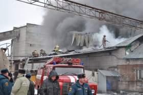 В Смоленске сгорел транспортный цех завода ЖБИ-2