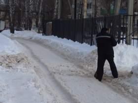 К школе в микрорайоне Южный не проехать из-за снега