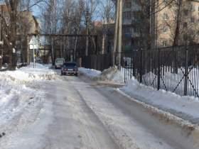 Дорогу к школе в микрорайоне Южный очистили от снега