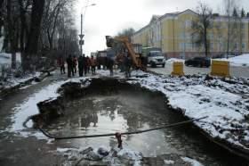 На улице Дзержинского прорвало инженерные сети