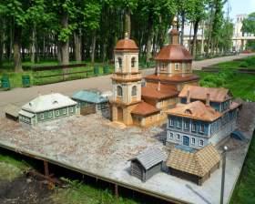 В Смоленске установили модель Одигитриевской церкви
