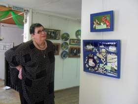 В Вязьме открылась выставка работ из станковой эмали
