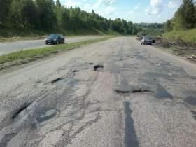 ГИБДД признала неудовлетворительными дорожные условия на подъезде к Смоленску