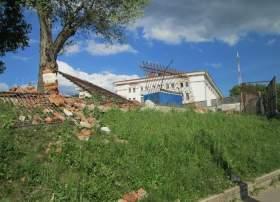 """На смоленском стадионе """"Спартак"""" ломают забор"""