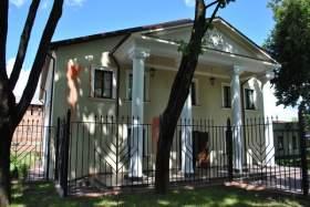 В порче фасада синагоги подозревается психически нездоровая смолянка