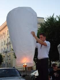 Сотни свечей на улицах Смоленска