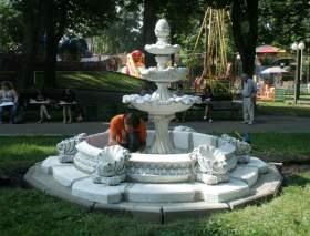 В Смоленском парке появились два новых фонтана