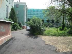 Строители отремонтировали двор