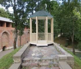 В Лопатинском саду появилась беседка для влюбленных