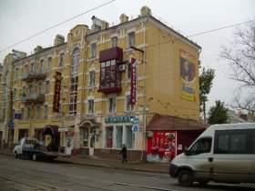 «Украшать» дома в центре Смоленска незаконной рекламой запрещено