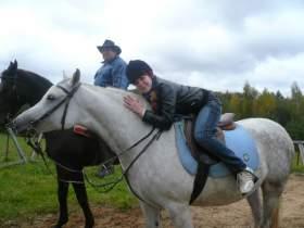 В конном клубе деревни Дроветчино Смоленского района прошел сеанс иппотерапии