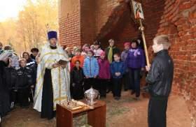В Хиславичском районе прошло первое богослужение в возрожденной Покровской церкви