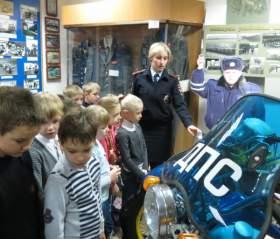 В период школьных каникул смоленские школьники посетили музей ГАИ-ГИБДД