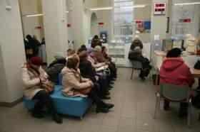 Чтобы вовремя оплатить счета за услуги ЖКХ, смоляне вынуждены проводить в очередях на почте по нескольку часов
