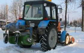 Коммунальщики очищают Смоленск от снега
