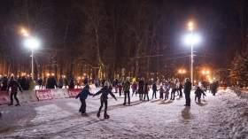 Изменилось время работы катка на главной площади Смоленска