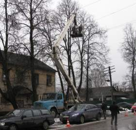 Предвесенний срез деревьев в Смоленске