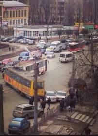 В центре Смоленска трамвай сошел с рельс
