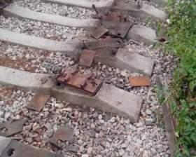 Полицейские задержали 17-летнюю цыганку, разбиравшую железнодорожные пути в Починке