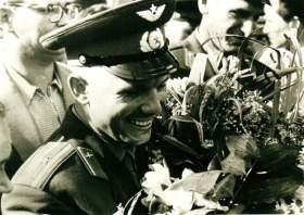 «Люди, увидев Гагарина, становились на колени, как будто встречали святого!»