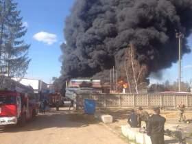 В Ярцевском районе загорелся завод