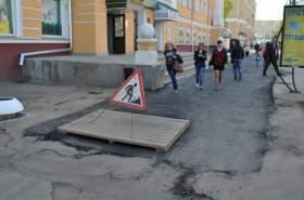 Яму в центре Смоленска закопали