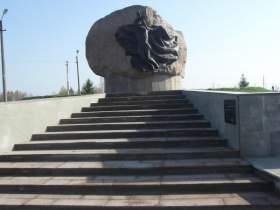 В поселке Озерный завершается реставрация мемориала