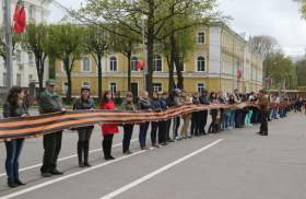 В Смоленске развернули гигантскую георгиевскую ленту