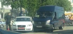 В центре Смоленска маршрутка столкнулась с автомобилем польского посольства
