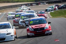 На «Смоленском кольце» прошел 1 этап Российской серии кольцевых гонок