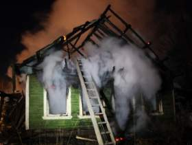 Два человека пострадали при пожаре в жилом доме в Демидовском районе
