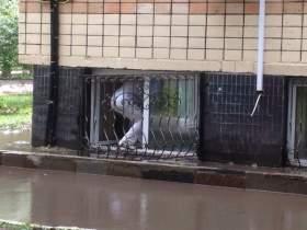 Из-за сильнейшего ливня в Смоленске «тонули» машины и дома