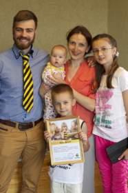 Компания «Билайн» подарила год бесплатного интернета многодетной семье