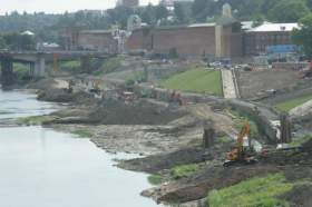Русло Днепра в районе набережной укрепят валунами