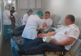 В Смоленске сотрудники ГИБДД сдали кровь для пострадавших в ДТП
