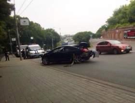 На улице Б. Советская в Смоленске иномарка вылетела в овраг
