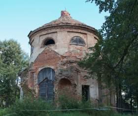В Сафоновском районе жители восстанавливают старинную церковь