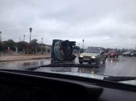В Смоленске перевернулся грузовик