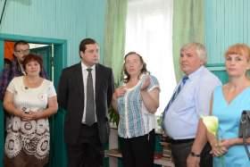 Алексей Островский выделит более миллиона рублей школе и детскому саду в Сычевском районе