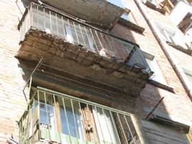 Смоленская пенсионерка добивается ремонта своего дома