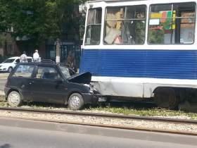 В Смоленске «Ока» врезалась в трамвай