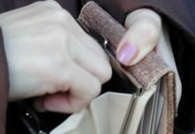 В Смоленске у пенсионера злоумышленницы украли 200 тысяч рублей